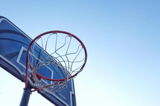 車いすでも楽しめる、パラスポーツの一つであるパラバスケのゴール。接触を避けるのであれば、屋外でパラバスケを楽しんでみてはどうでしょうか。