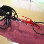 パラリンピックの種目にもある車いすマラソンで利用されるパラスポーツ選手が使うために強化されたスポーツ車椅子。