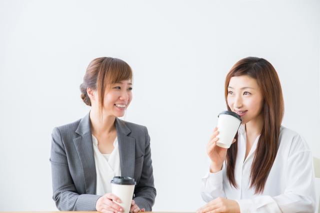 コミュニケーションが円滑に取れている様子。楽しく会話している人たち。情報にもバリアフリーを。障がい者とその関係者のコミュニティ、情報サイト。ナレバリ