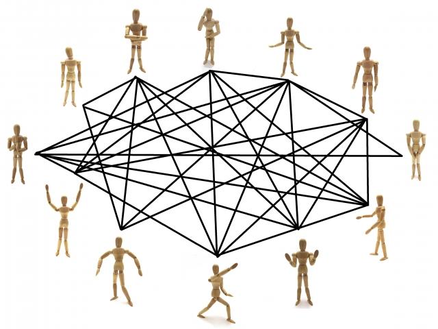 人と人とが情報でつながっているイメージ画像。情報にもバリアフリーを。障がい者とその関係者のコミュニティ、情報サイト。ナレバリ