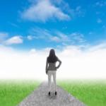 晴れ渡る空のように、ストレスが軽減されている、スッキリしている様子。情報にもバリアフリーを。障がい者とその関係者のコミュニティ、情報サイト。