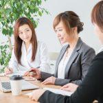 障がい者に効果的なバリアフリー策について、企業として何ができるか?を社内で検討している様子。