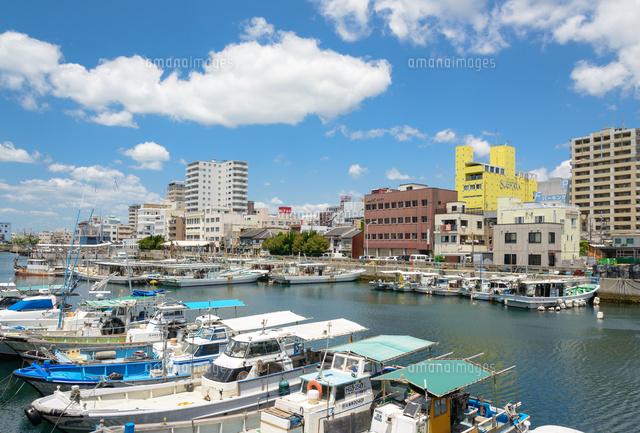 障がい者の就労支援をしている福祉団体である伸楽塾や伸楽福祉会のある兵庫県明石市の街並みを海から撮影したイメージ画像。