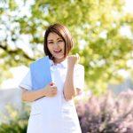 病院に通う毎日を応援してくれる医療従事者の女性のイメージ画像。情報にもバリアフリーを。障がい者とその関係者のコミュニティ、情報サイト。ナレバリ