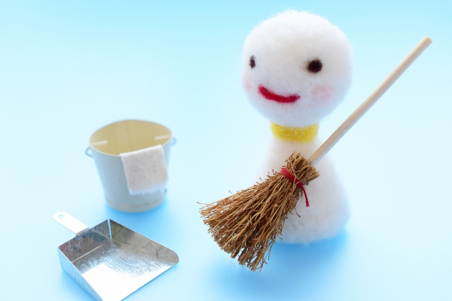 掃除をする雪だるまのイメージ画像。情報にもバリアフリーを。障がい者とその関係者のコミュニティ、情報サイト。ナレバリ